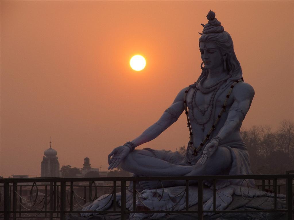Shiva- C'est le dieu de la destruction. Il est représenté avec un troisième œil, symbole de sagesse,